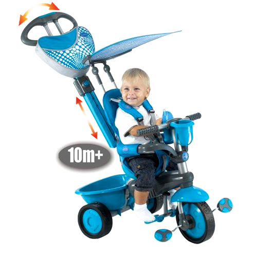 двухлетний мальчик на трёхколёсном велосипеде