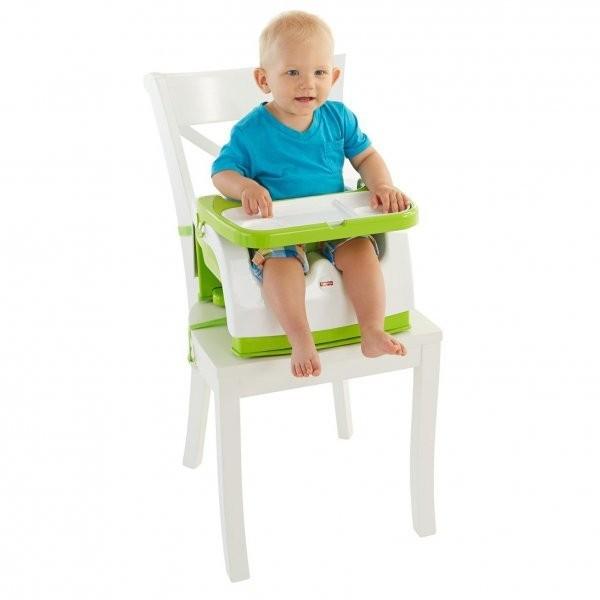 ребёнок на стульчике-бустере